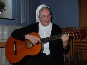 Schwester Rosalinda (Leiterin der Musikgruppe Adiuva Sana)